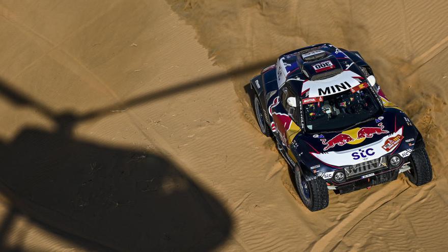 Sainz sufre un problema de motor en el Dakar