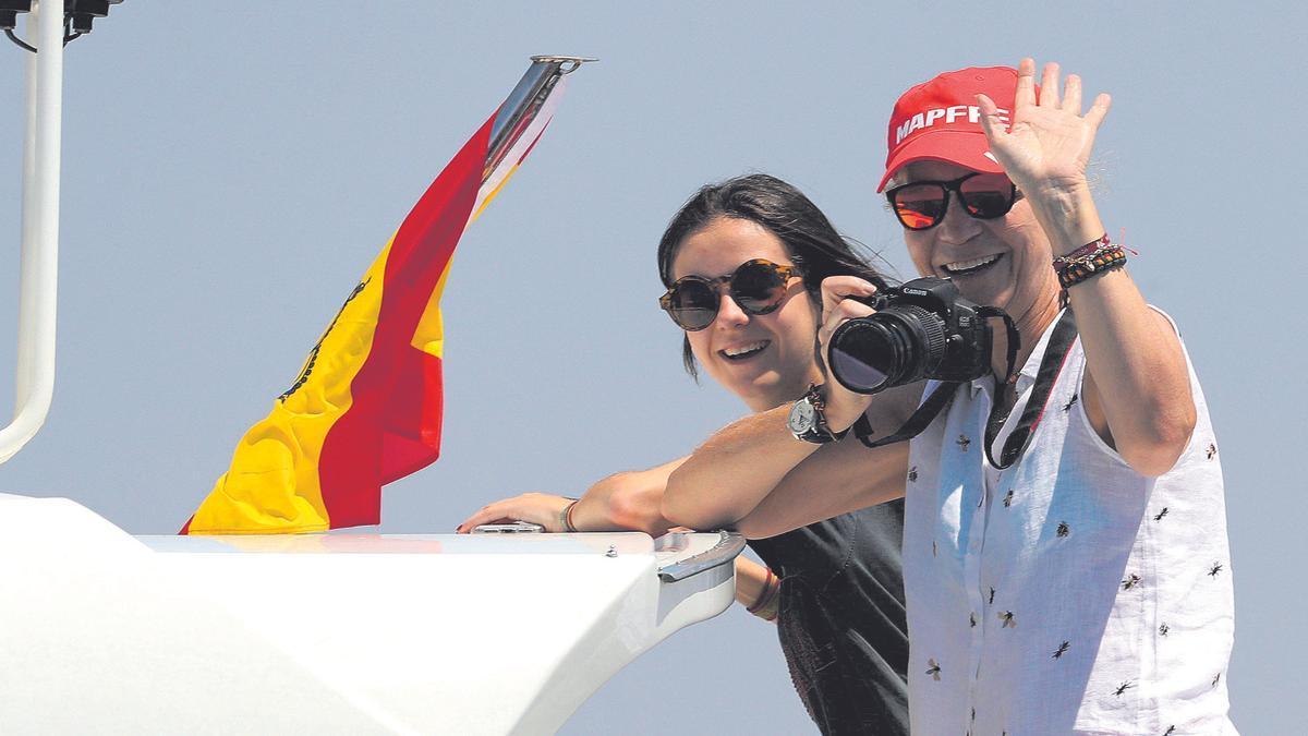 Victoria Federica y Elena, navegando, en 2018.