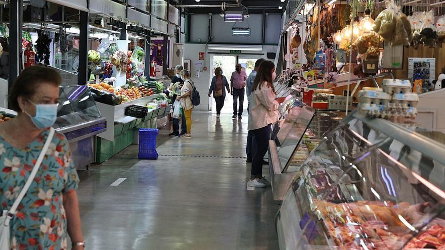 El Ayuntamiento no podrá asumir la gestión del mercado hasta haber notificado uno a uno a los placeros