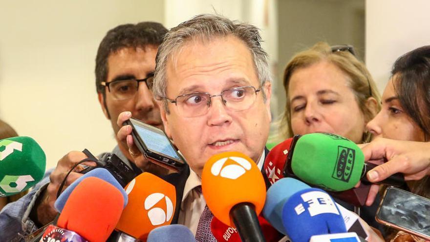 El socialista Carmona corre tras un presunto maltratador y recupera el móvil de la exnovia