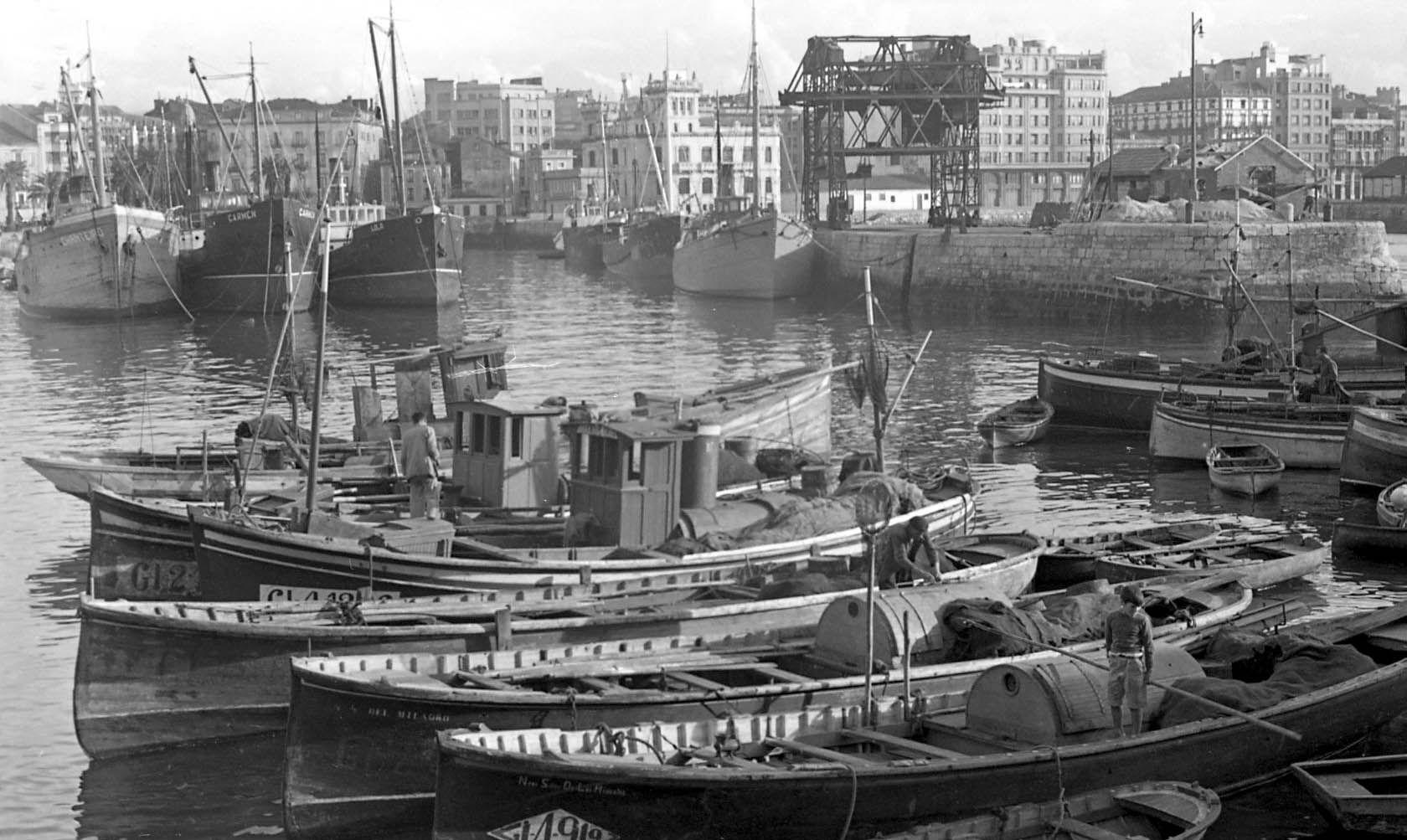 D�rsena interior del puerto Gij�n-Xix�n, h. 1965.jpg