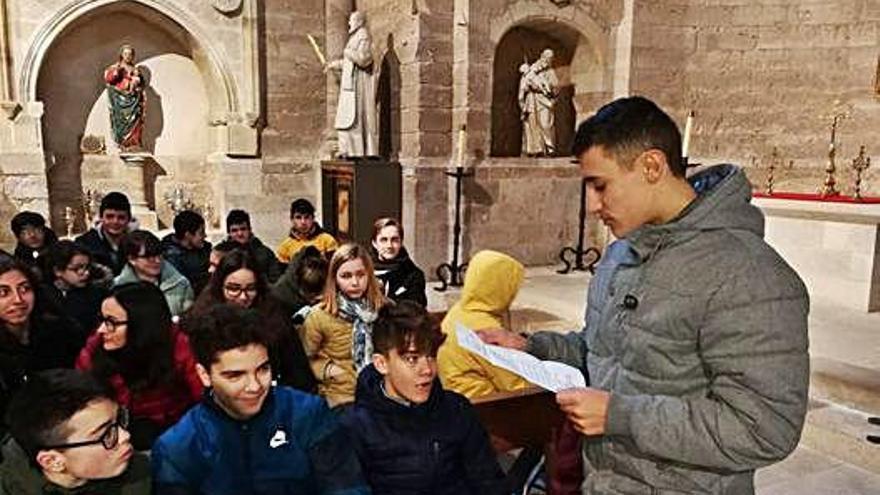 El Amor de Dios de Toro cambia las aulas por la Colegiata para impartir clases de literatura