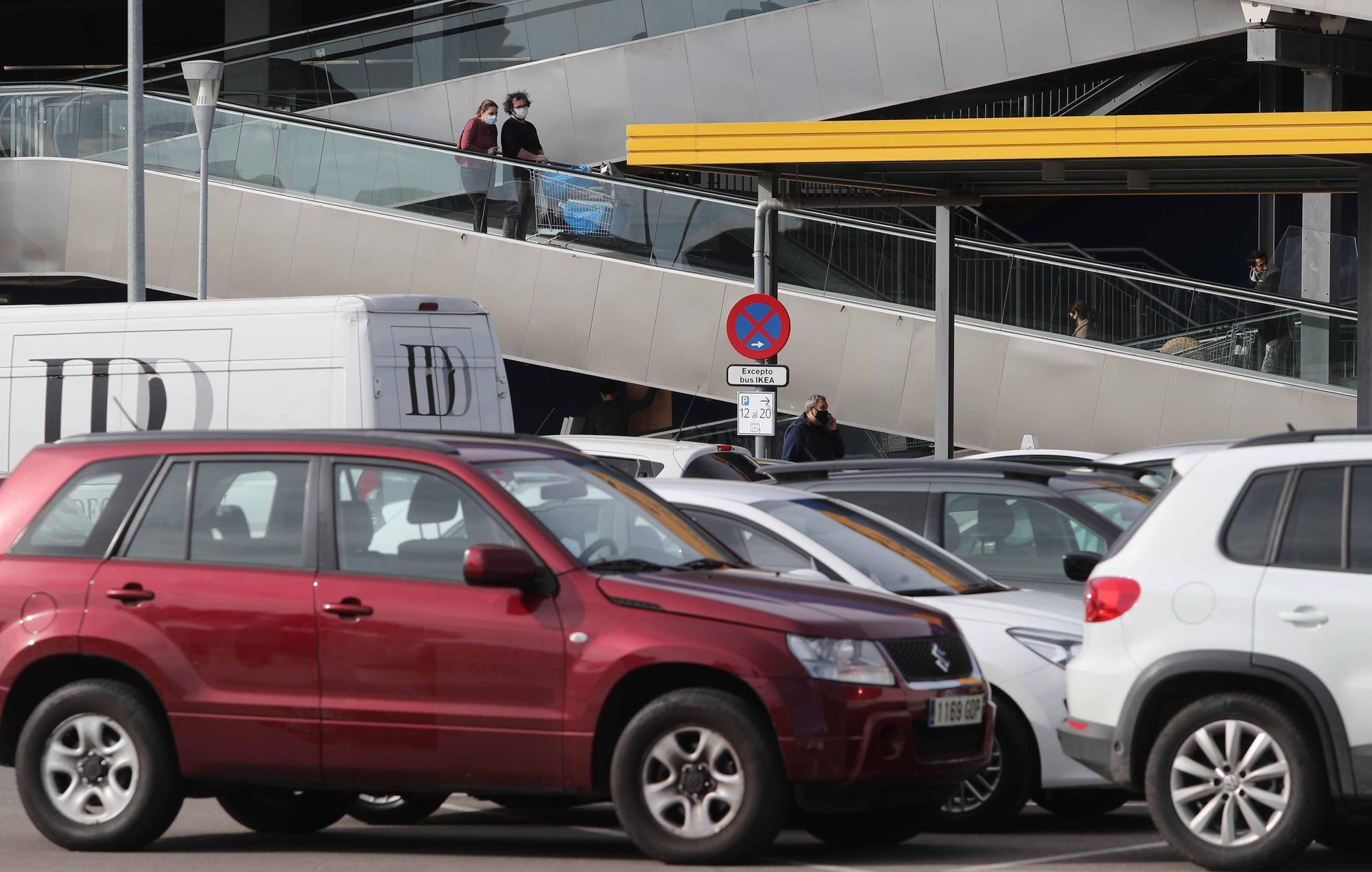 Colas en Ikea Valencia pese a estar disparados los contagios