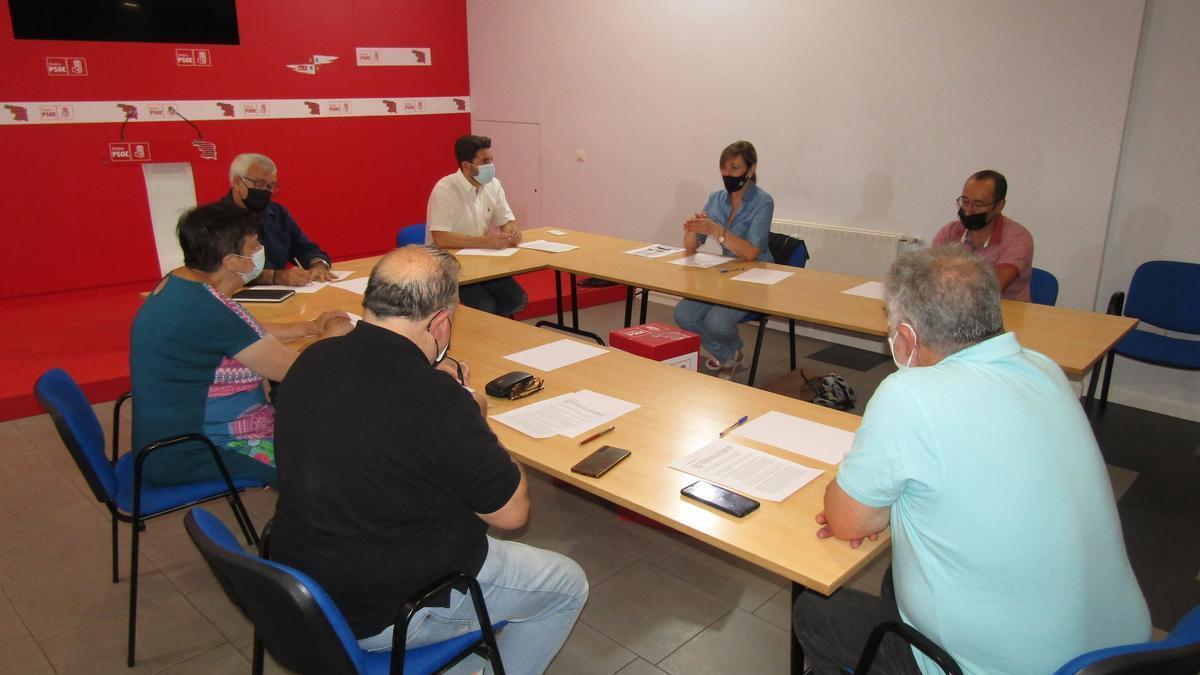 Reunión entre representantes del PSOE de Zamora y del colectivo Viriatos.