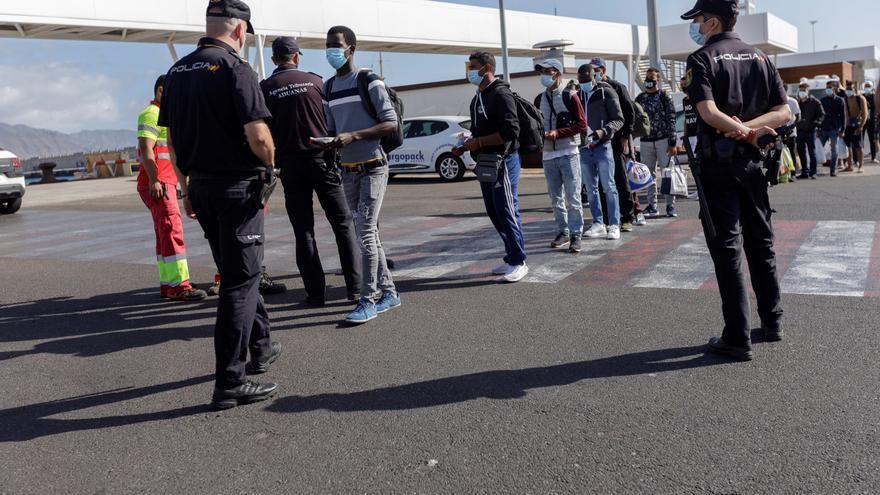 Otros 41 inmigrantes se alojan en un hotel del sur de Tenerife