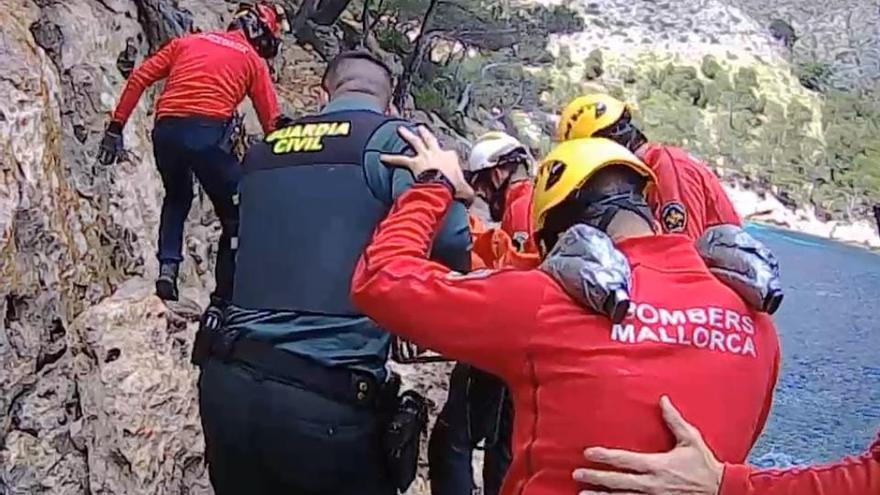 Complicado rescate de un anciano herido en un acantilado de Pollença