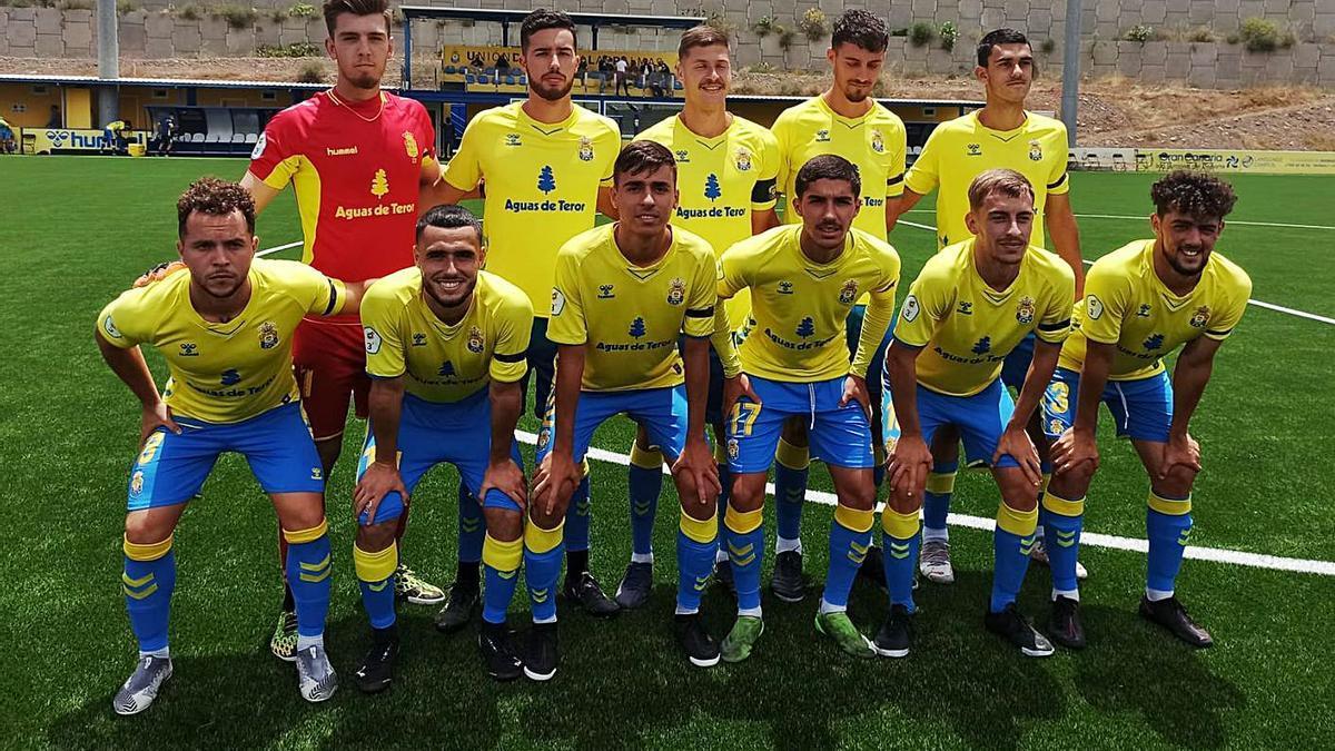 Formación inicial de Las Palmas C, ayer, antes de la disputa del encuentro ante el Atlético Paso de La Palma.  | | LP/DLP