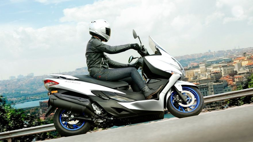 Nuevo Suzuki Burgman 400: nueva imagen y un motor más limpio y eficiente