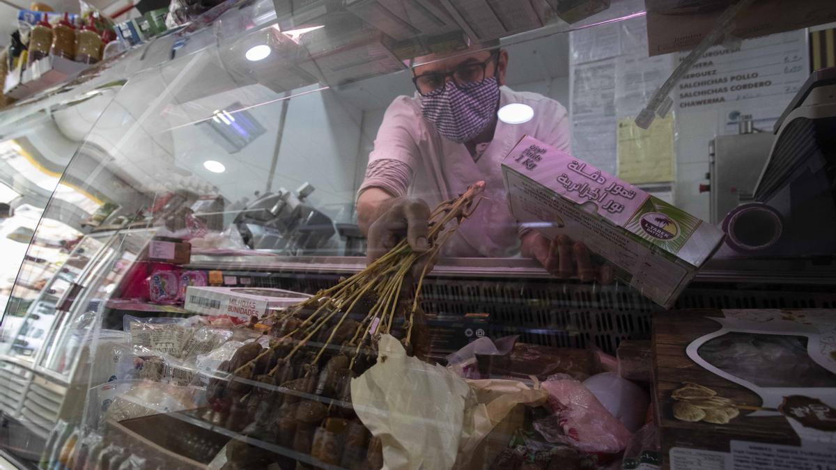 Las carnicerías musulmanas empiezan a preparar los productos típicos del Ramadán