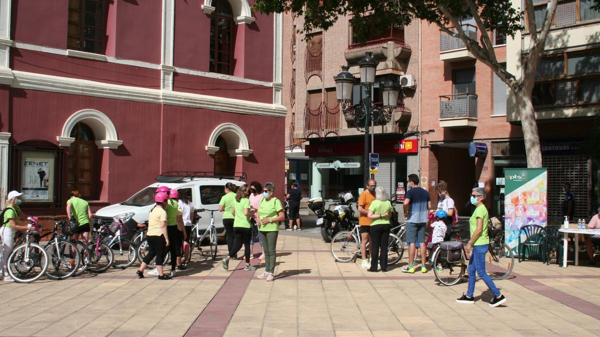 Encuentro en Calderón de Biciwomen antes de uno de sus paseos.