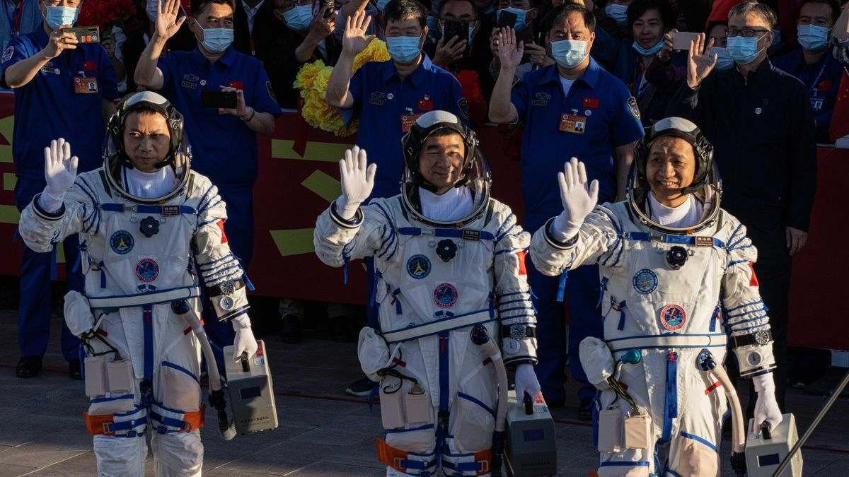 Los astronautas Nie Haisheng, Liu Boming y Tang Hongbo.
