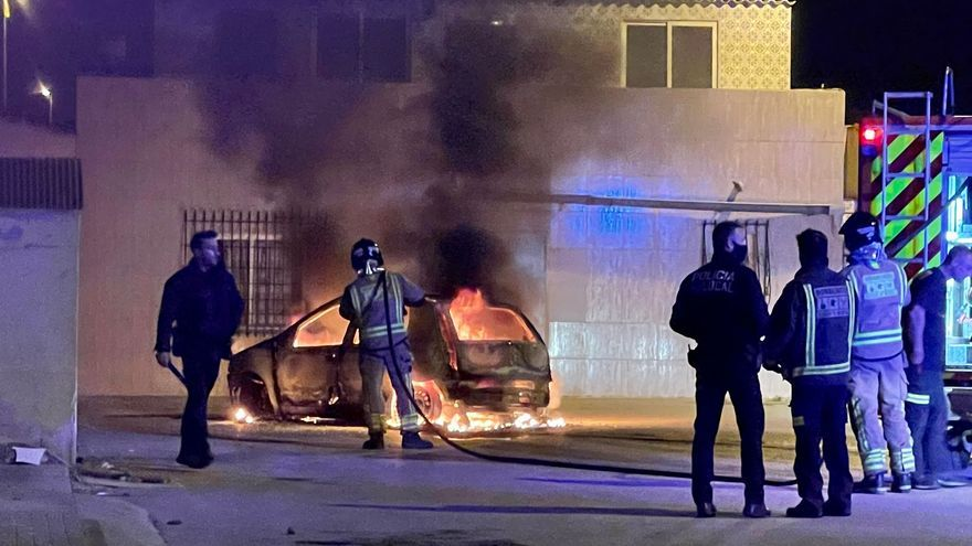 Explota y arde un vehículo en San Javier