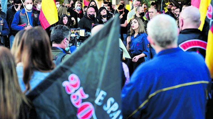 """Isabel Medina, la portavoz fascista: """"La gente igual me insulta que me apoya"""""""
