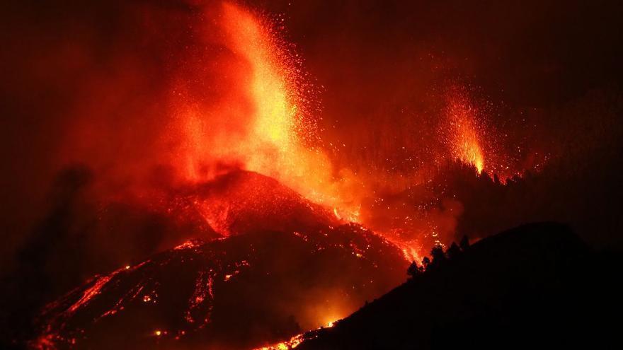 Avançament de la lava del volcà en erupció de la Palma