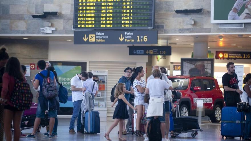 El aeropuerto de A Coruña suma cuarenta meses de crecimiento