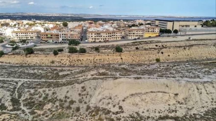 """La Asociación de Vecinos tacha de """"cosmética"""" la bajada del IBI del gobierno local de San Miguel de Salinas"""