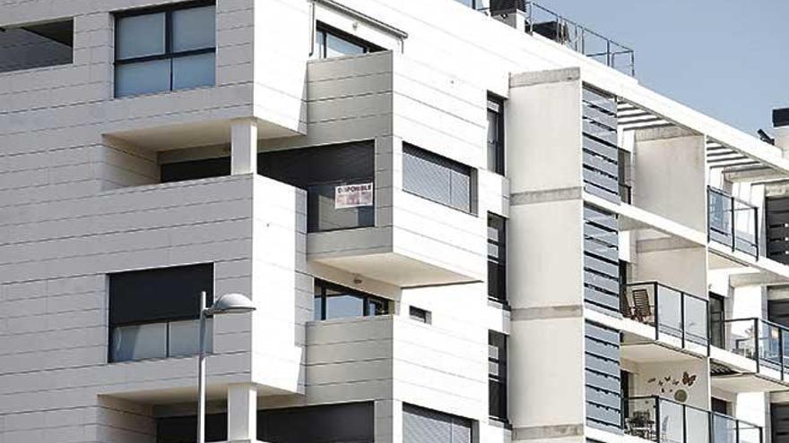 La compraventa de viviendas cae un 38,1 % en junio en Baleares
