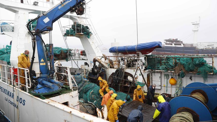 La vacunación de los tripulantes avanza con dificultades y peticiones del sector