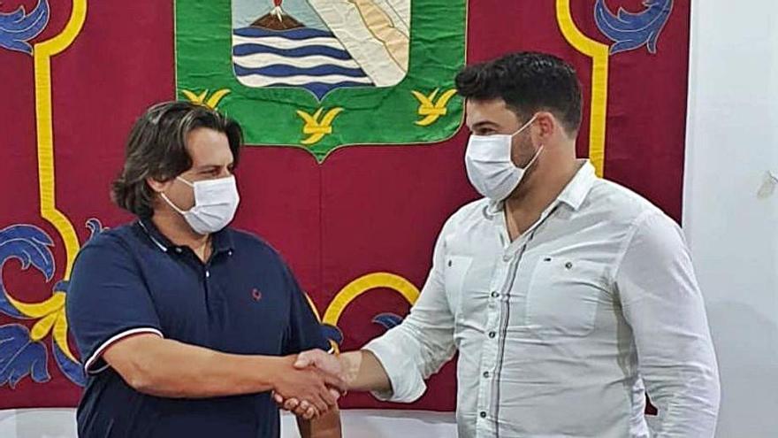 Airam Puerta cumple y dimite como alcalde de Güímar para darle el relevo a Gustavo Pérez