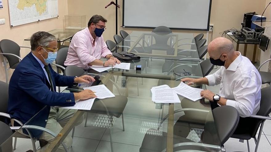 Firmado el contrato para la remodelación de la calle del Potro del recinto ferial de El Arenal