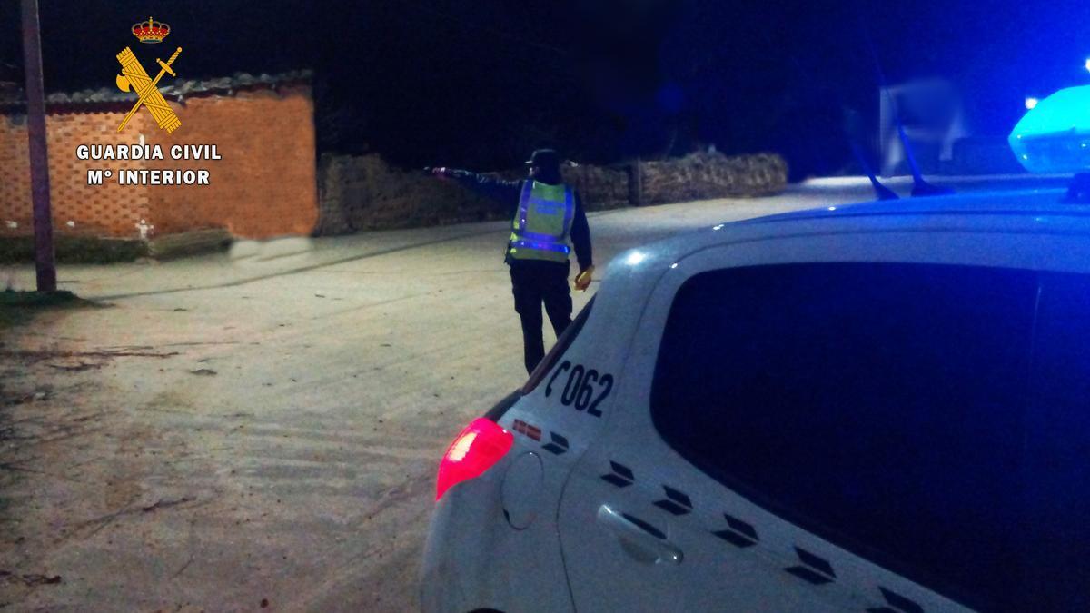 La Guardia Civil en las inmediaciones de la bodega de Vadillo de la Guareña