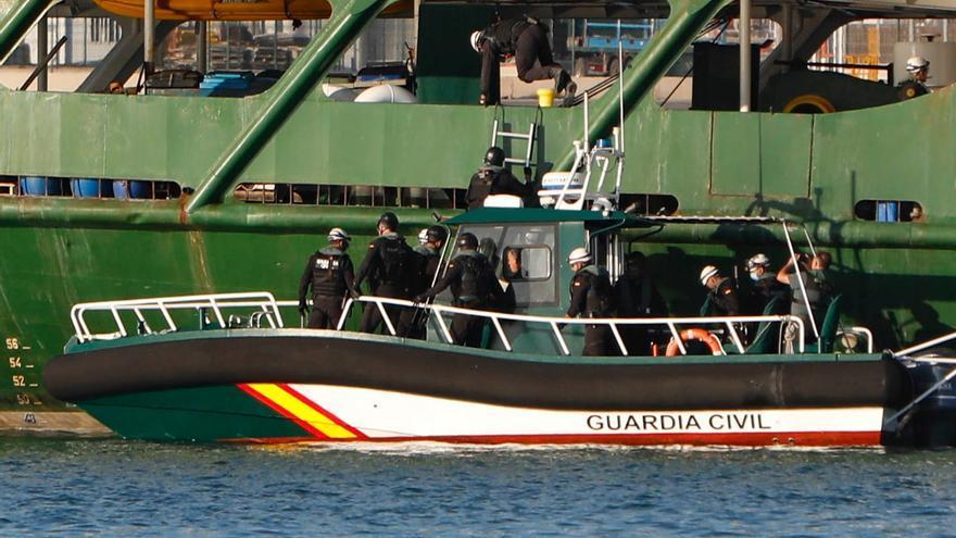 El barco de Greenpeace sigue retenido en el puerto de Sagunt