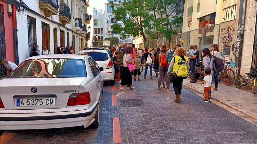 El CEIP Santa Teresa se rebela contra el cierre parcial al    tráfico en Ciutat Vella Nord