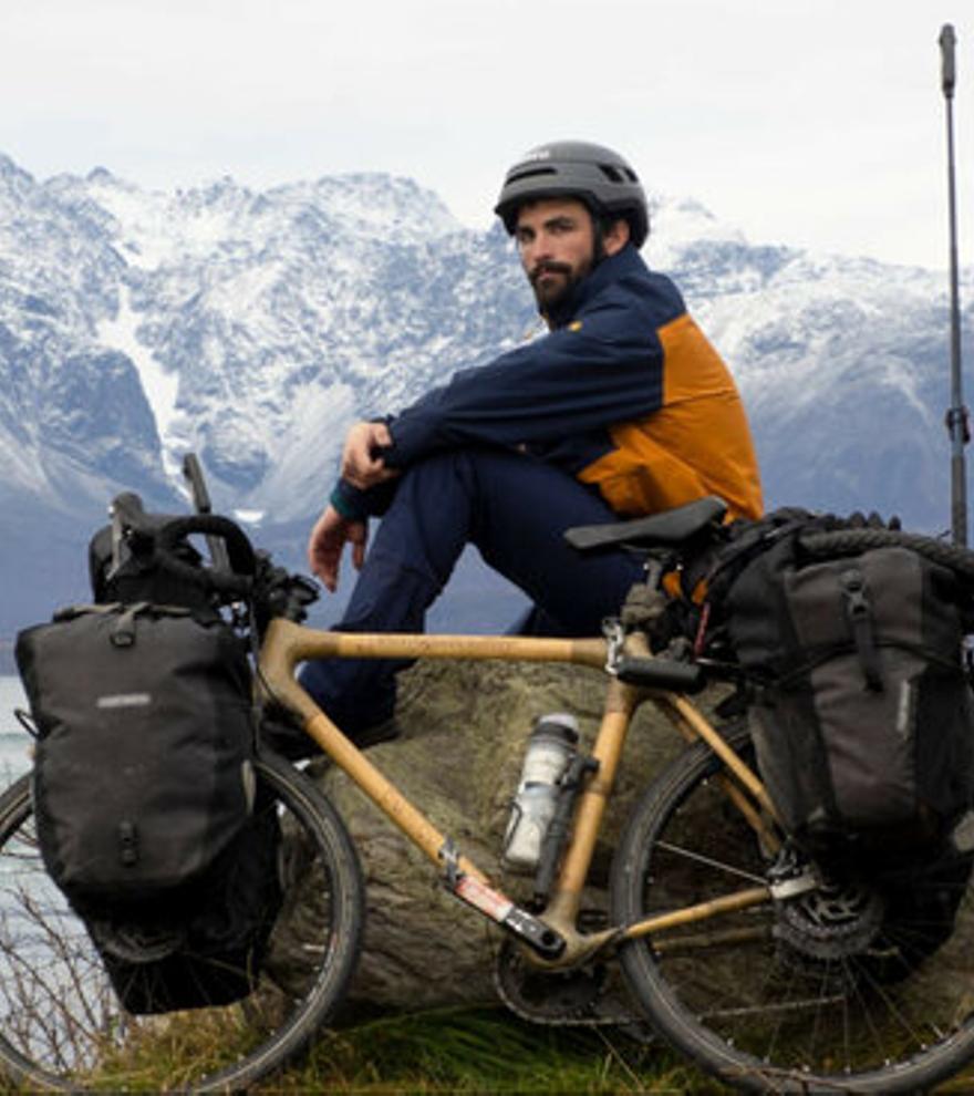 Un banyolí creua tota Europa amb una bicicleta de bambú, per conscienciar dels efectes del canvi climàtic