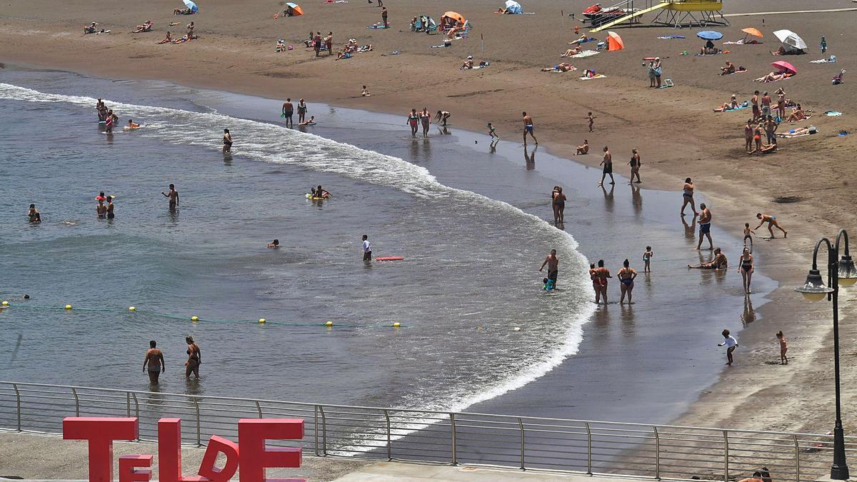Día de playa, ayer, en las costas de Telde. | | JUAN CASTRO