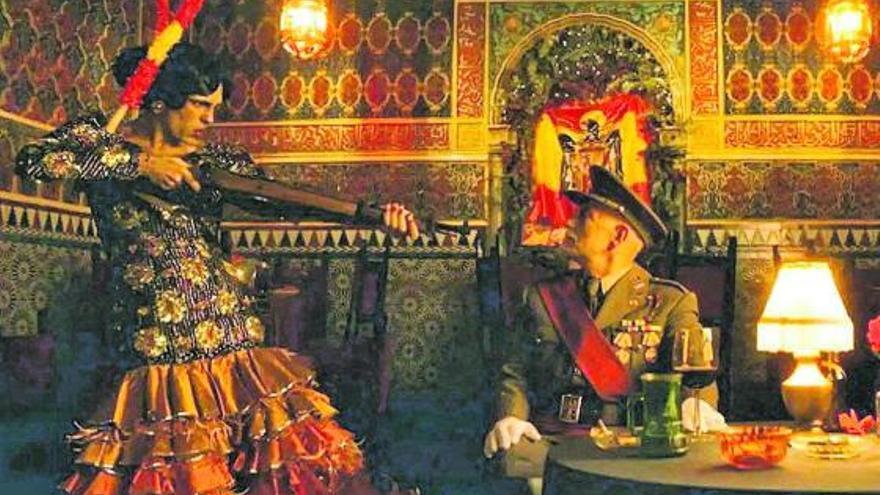 Samantha Hudson 'fusila' a Franco en la Hispanidad