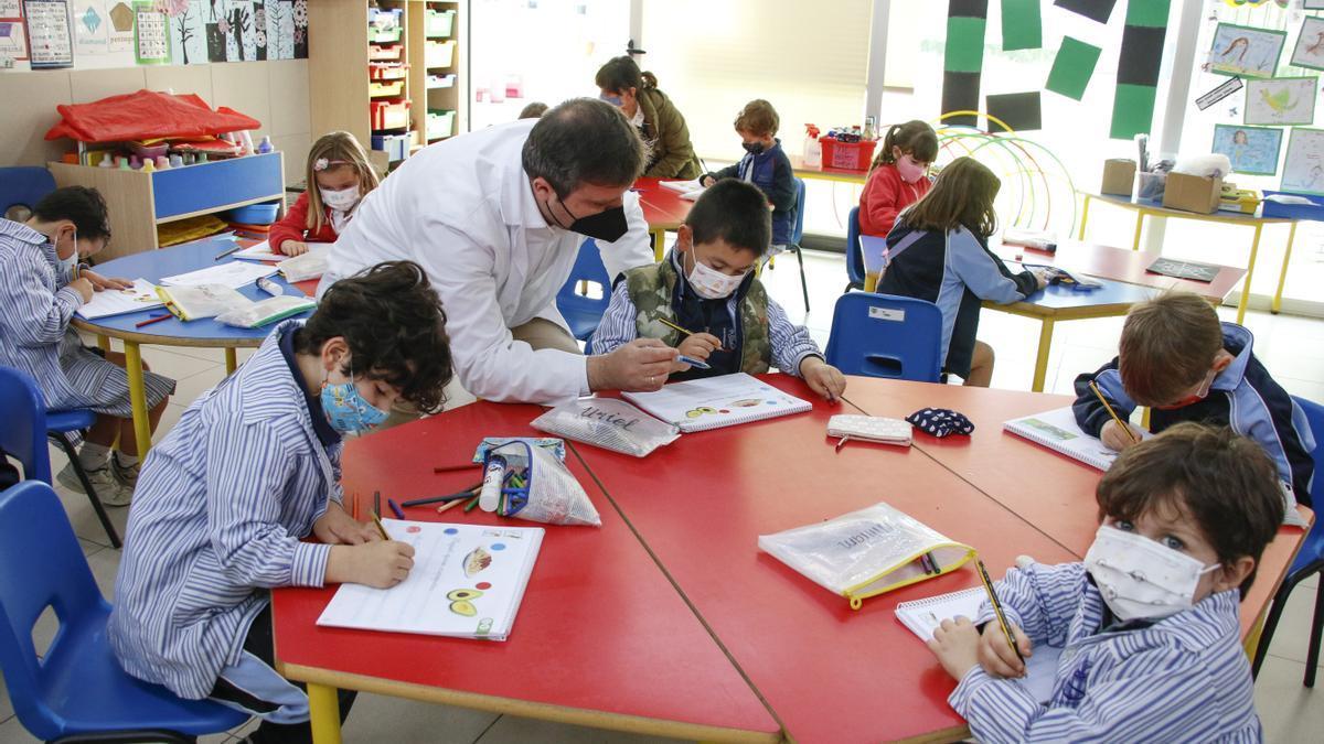 """La elevada segregación escolar en España """"varía muchísimo"""" según las autonomías."""