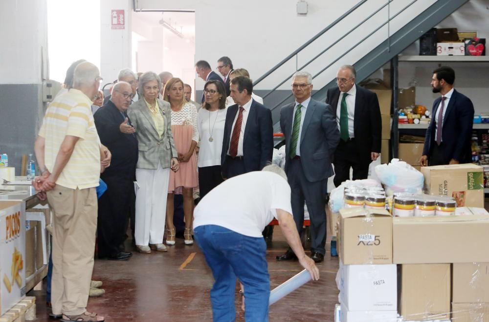 La reina Sofía visita el Banco de Alimentos de Vigo