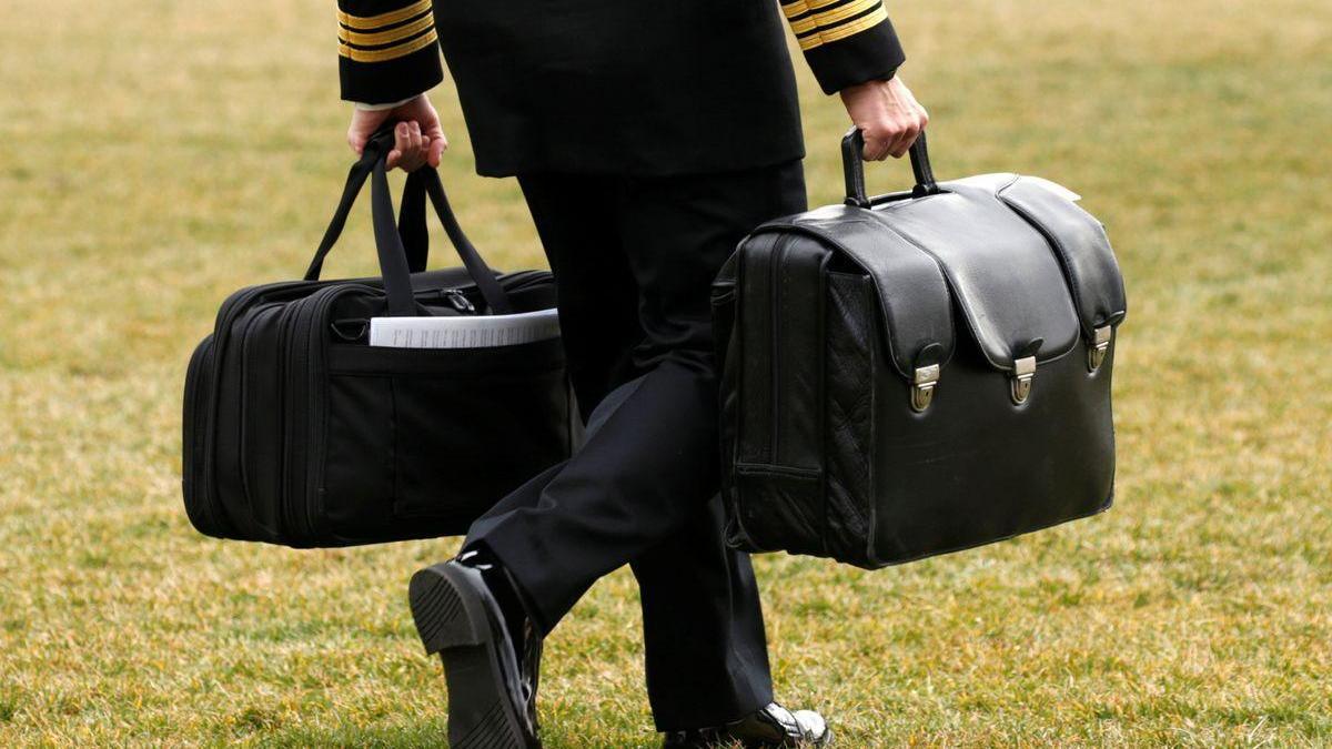 Dos maletines nucleares el día de la investidura