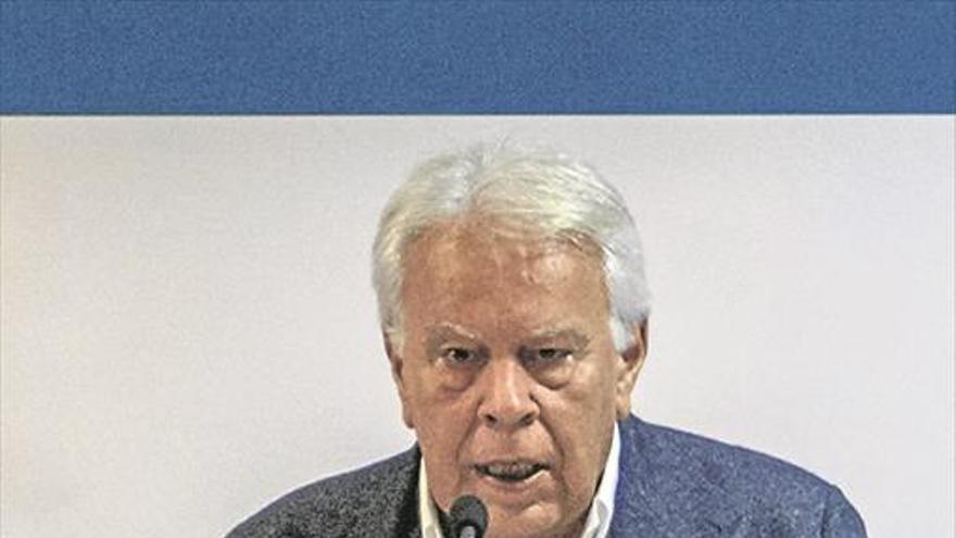 Felipe González alerta del peligro de la crispación en la política