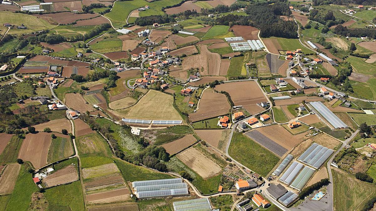 Vista aérea de Armentón, una de las zonas afectadas por el paso del tendido eléctrico a Morás. |   // LA OPINIÓN