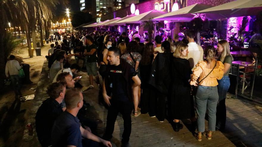 Els clients de les discoteques podran ballar però no consumir a la pista