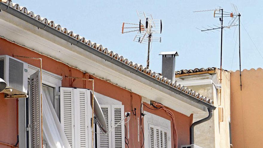 Kampf den Schüsseln und Antennenwäldern in Palma de Mallorca