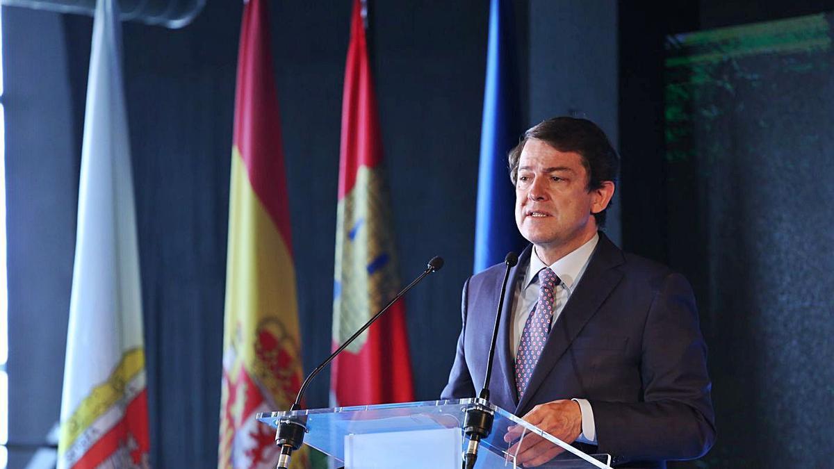 El presidente Fernández Mañueco durante su intervención ayer en Soria.   Concha Ortega - Ical
