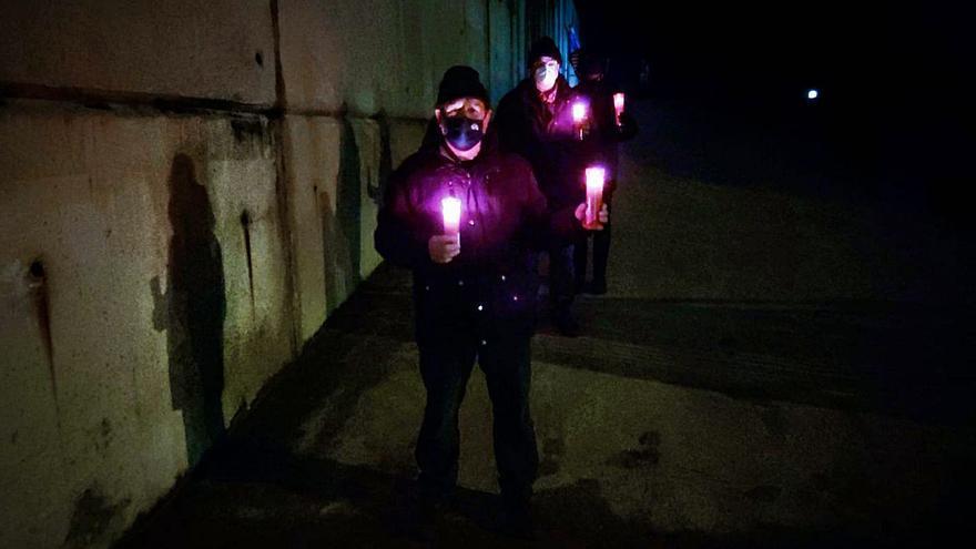 """Los pescadores de Llanes vuelven a quedarse sin luz: """"Solo hacen apaños"""""""