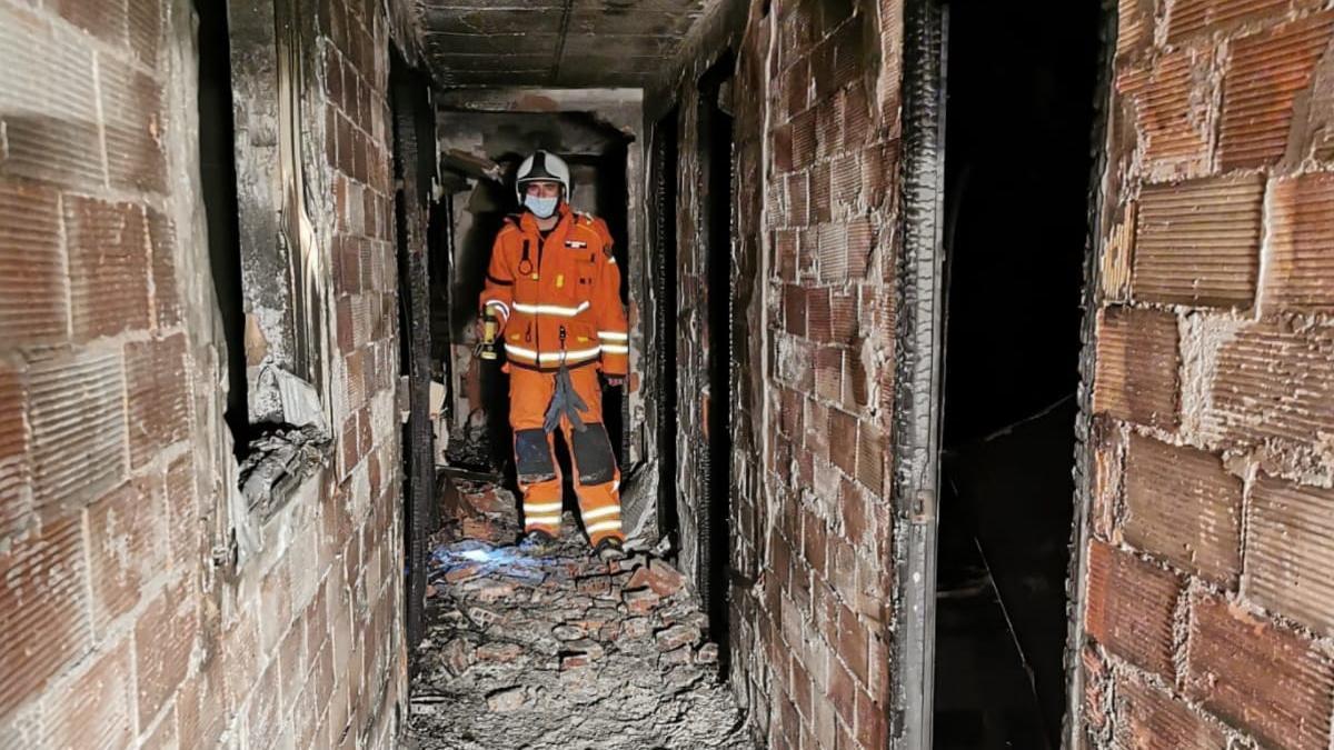 El incendio en Port de Sagunt se ha cobrado la vida de una mujer.