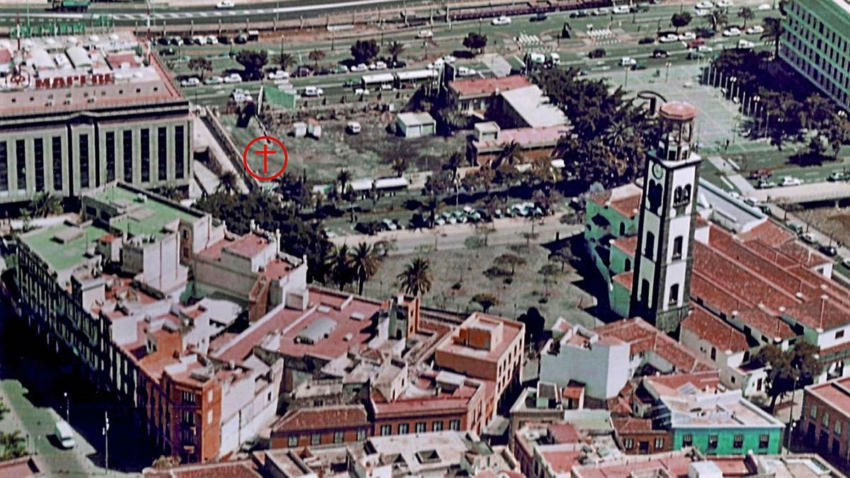 Punto de la actual ciudad (cruz roja) donde se puso la Cruz Fundacional