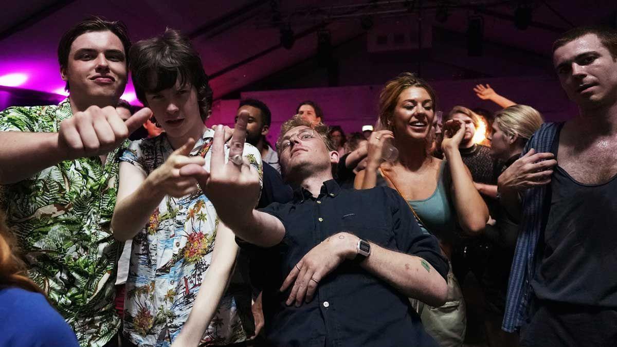 Asistentes a la fiesta '00.01' en el club Oval Space de Londres. Se trata de una fiesta que empezaba justo un minuto después de que se levantaran las restricciones en el Reino Unido