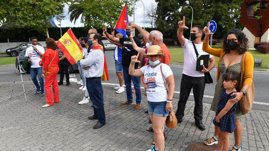 Nueva concentración en la rotonda del Che Guevara para reclamar el fin de la dictadura de Cuba