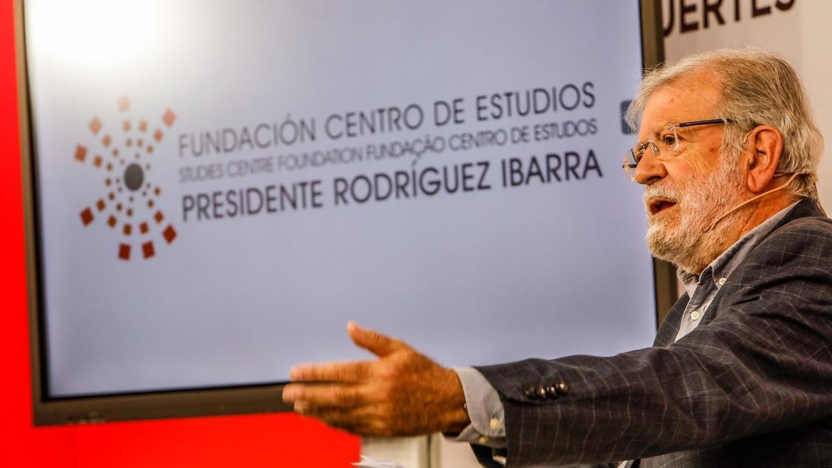 Rodríguez Ibarra en una charla de la Fundación Centro de Estudios