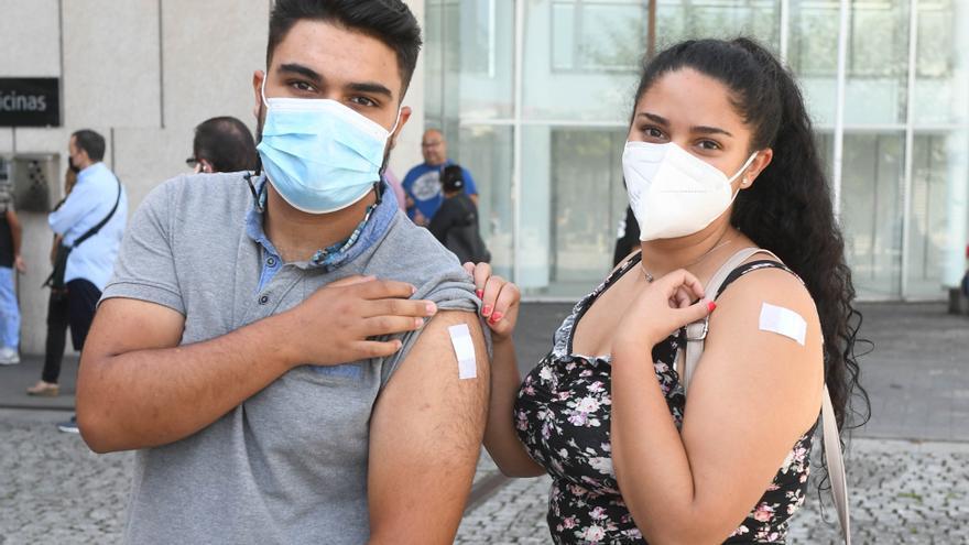 La Xunta inicia la vacunación sin cita previa con gran afluencia entre desplazados en la ciudad