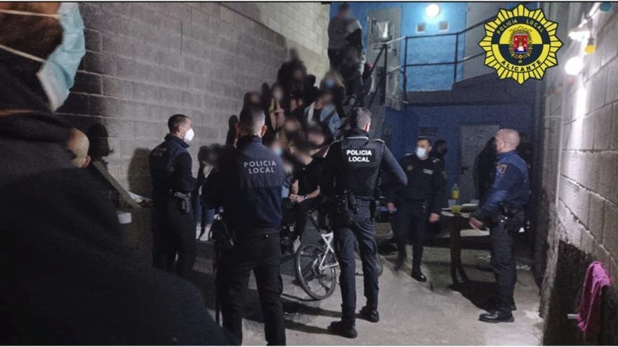 ¿Puede la Policía entrar a la fuerza en viviendas en las que hay fiestas?