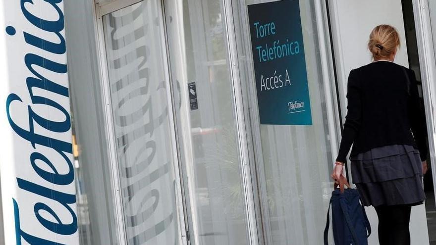 Telefónica reduce a la mitad sus beneficios hasta los 831 millones