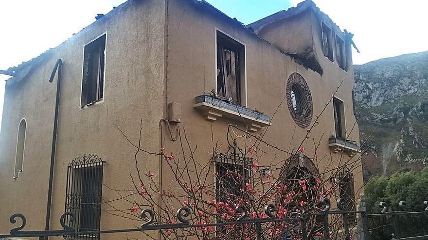 Consternación en Amieva por el estado en que quedó la vivienda de Sames que se incendió el lunes por la noche
