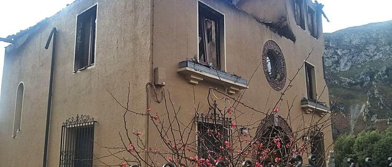 Estado en que quedó la casa de Sames tras el incendio. | J. M. C.