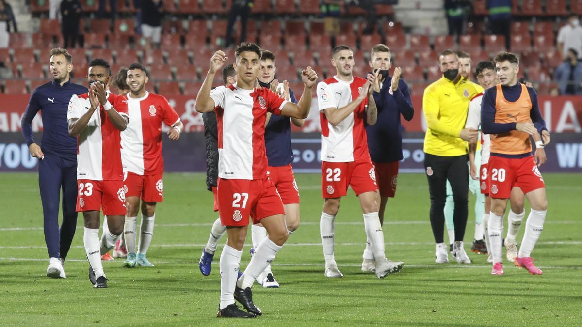 Els jugadors del Girona celebrant la victòria a Montilivi.